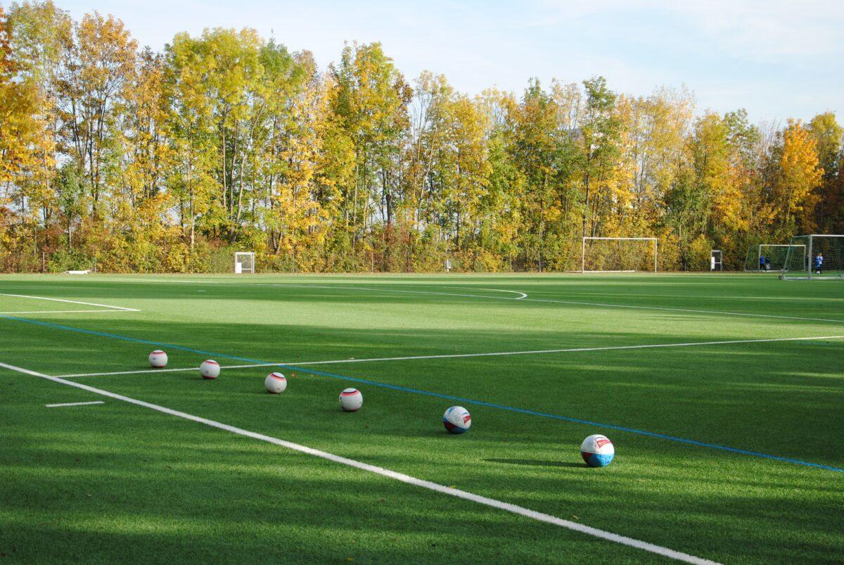 Faire Fußbälle für die Vereine BSC und FC